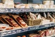 branding-chandos-deli-food-shelves