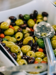 branding-chandos-deli-olives