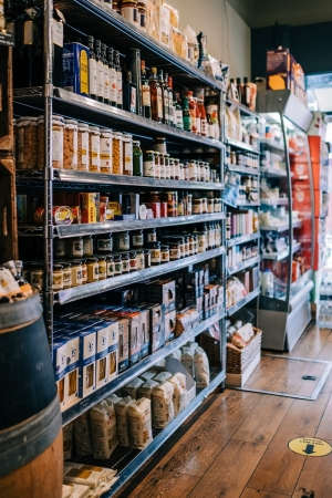 branding-chandos-deli-product-shelves