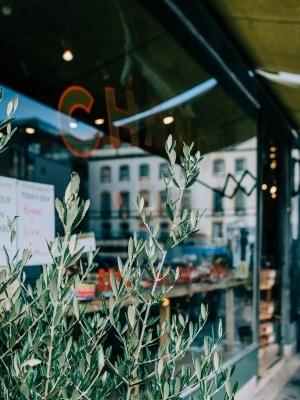 branding-chandos-deli-store-front