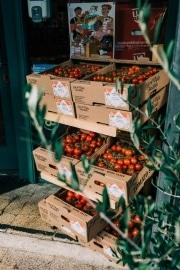 branding-chandos-deli-tomatoes